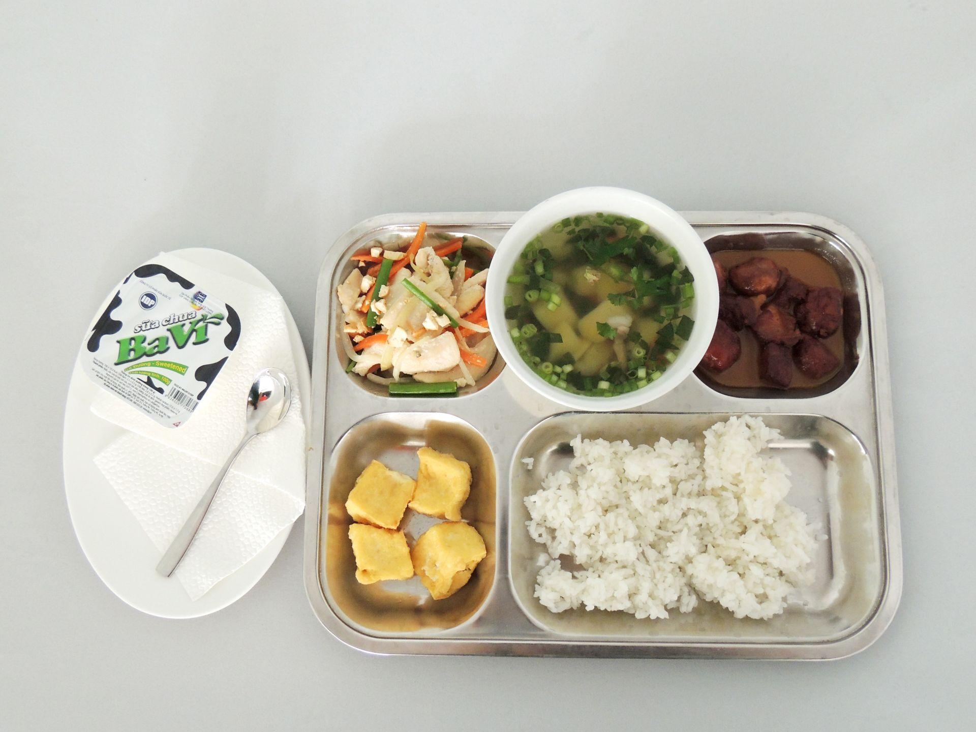 DSCN0069 Nấu ăn cho trường học